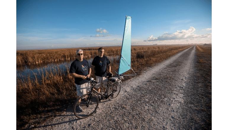 自転車に取り付けて風力サイクリング「CycleWing」