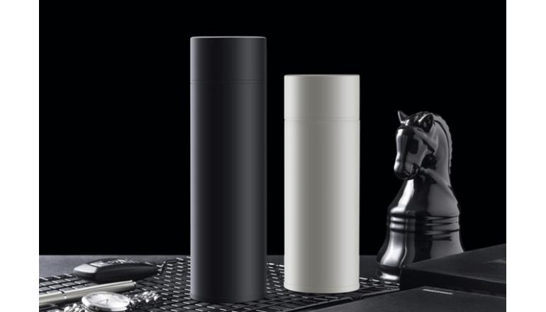 水分補給を怠らないためのスマート水筒「Heyo Smart Mug」