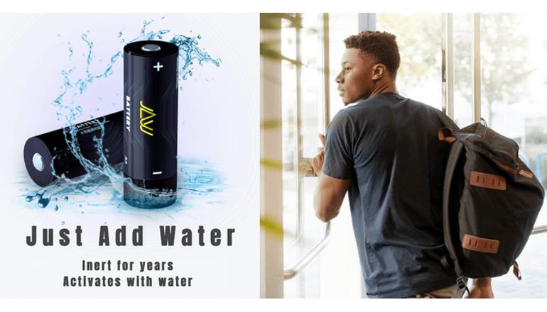 水を入れるだけで起動する緊急用バッテリー「JAW BATTERY」