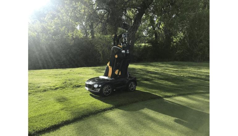 リモコン操作でゴルフキャディバッグを楽々運搬「Car Caddie RC Golf Cart」