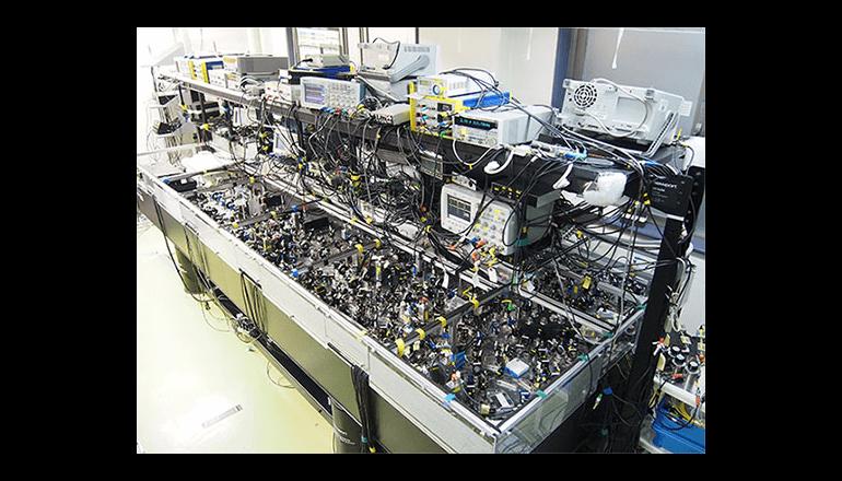 東大、究極の大規模光量子コンピュータ実現法を発明