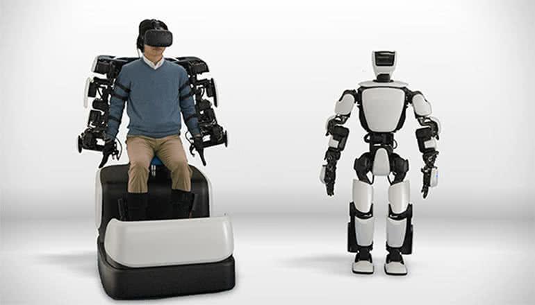 操縦者の分身? 滑らかに動く人型ロボットをトヨタが開発