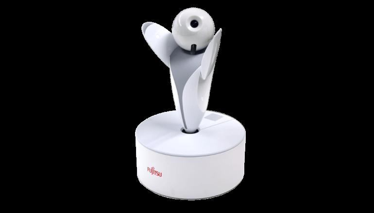 富士通のロボット「ロボピン」を遠隔操作
