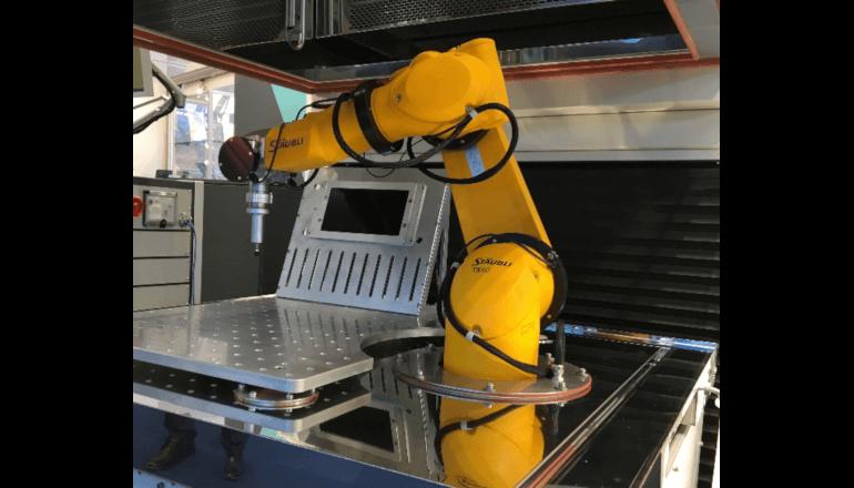 様々な環境を模擬した恒温槽試験ができるロボットシステム