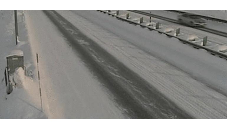 雪質の微妙な違いをAIで判別、道路管理システムをウェザーニューズが開発